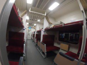 寝台列車車内